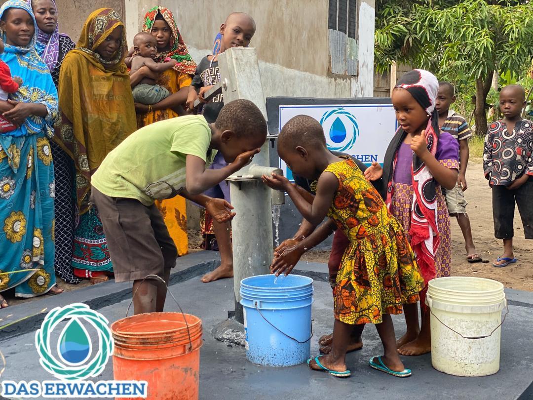 Was muss das für ein Gefühl sein: Das erste Mal sauberes Wasser!